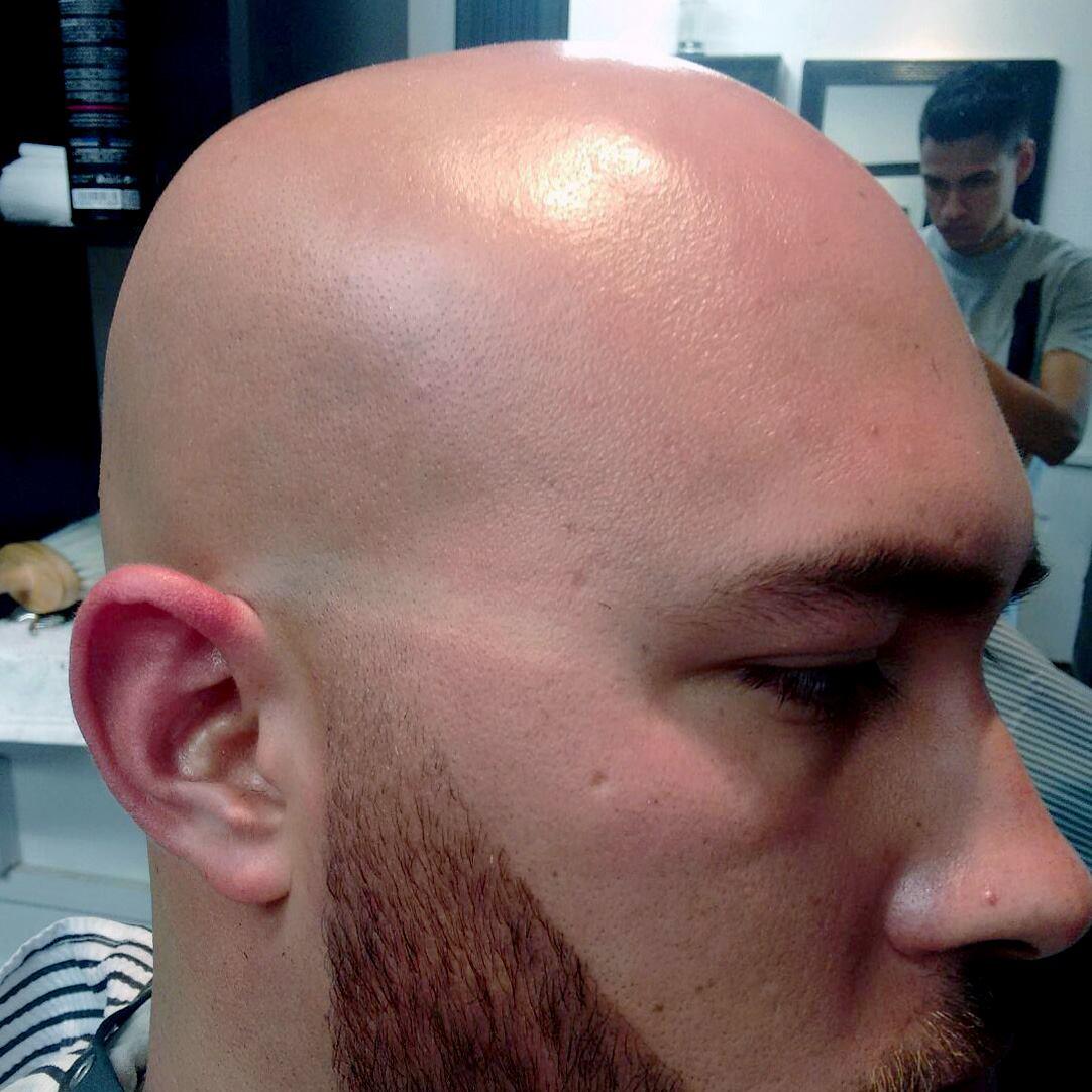 Cabeza de corte de pelo marina afeitada